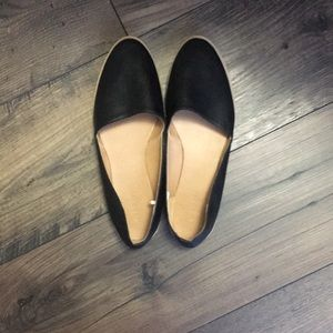 Old Navy Black Faux Leather Flats - Size 8
